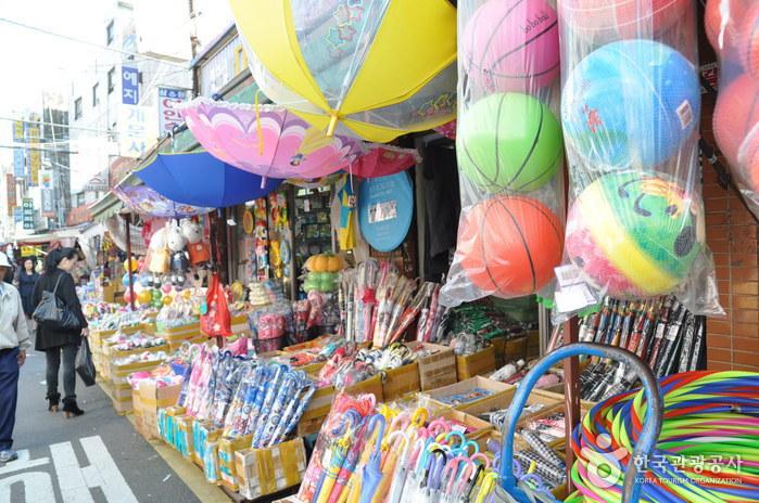 Dongdaemun Stationery Store Street (동대문 문구완구거리)