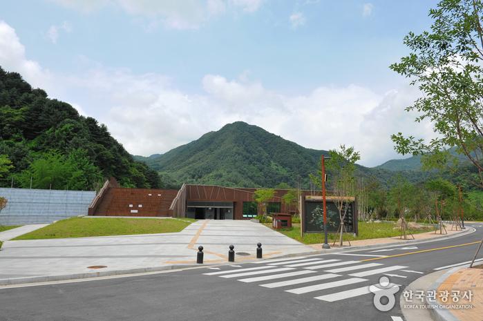 Parque provincial de la montaña Yeoninsan (연인산도립공원)