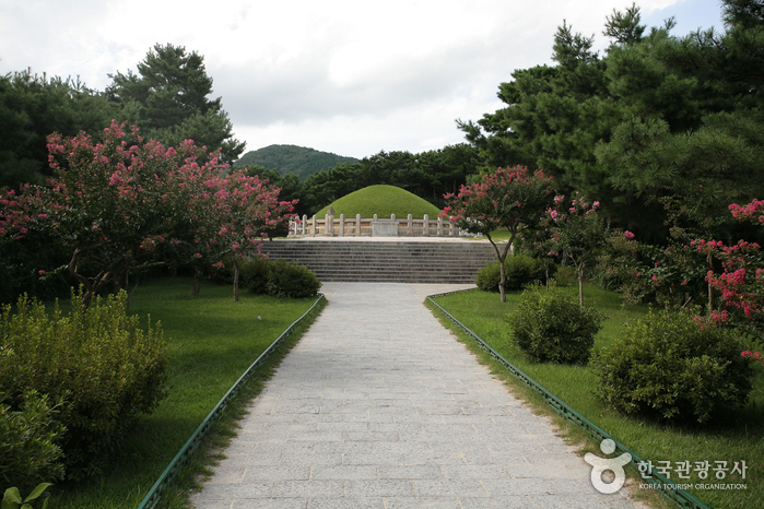 Tomb of General Kim Yusin (경주 김유신묘)
