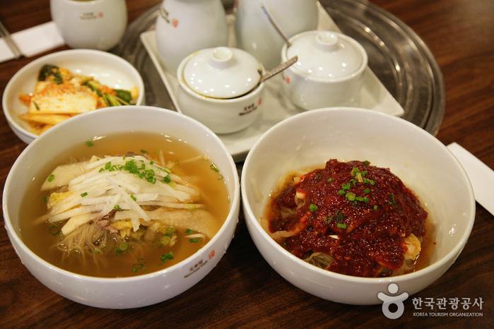 맛있는 대결 : 평양냉면 vs 함흥냉면 '오늘 점심은 평양으로 할까, 함흥으로 할까?' 사진