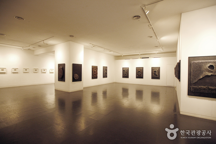 Seoul Art Center Gongpyeong Gallery (서울아트센터 공평갤러리)