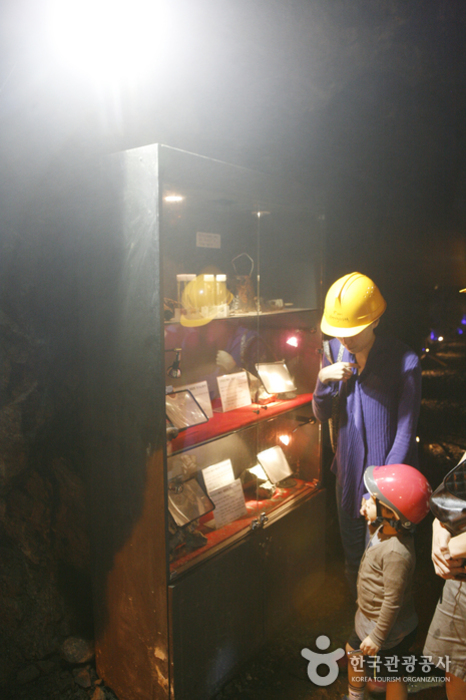 동굴 전시 공간