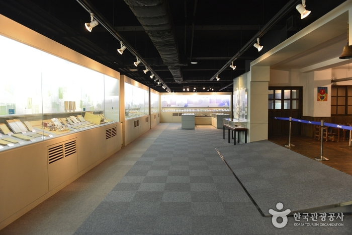 Textbook Museum (교과서박물관)