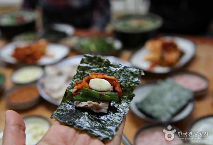 위로가 되어주는 따뜻한 국밥 한 그릇, 밀양 돼지국밥 사진