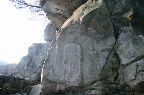 Rock-carved Buddha Triad in Yonghyeon-ri, Seosan (서산 용현리 마애여래삼존상)