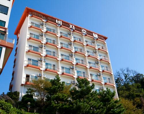 Jangseung-po Beach Hotel - Goodstay (장승포비치호텔 [우수숙박시설 굿스테이])