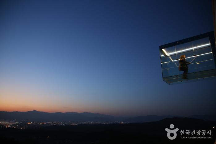 Gubongsan Mountain Observatory Café Street (구봉산전망대 카페거리)