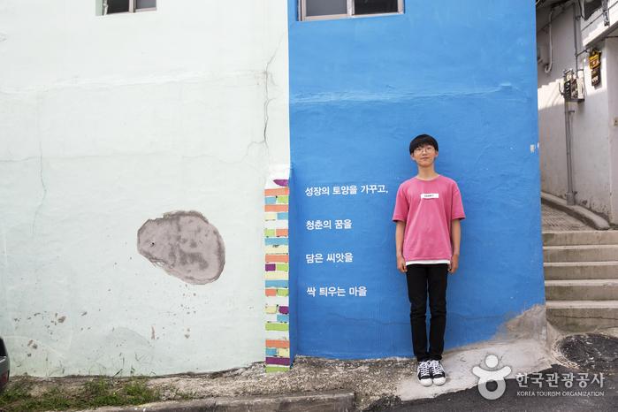 호윤이는 '세잎클로버 찾기' 프로젝트로 여행 중이다.