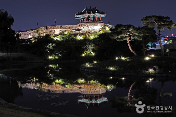Павильон Панхвасурючжон в Сувоне (방화수류정(동북각루))