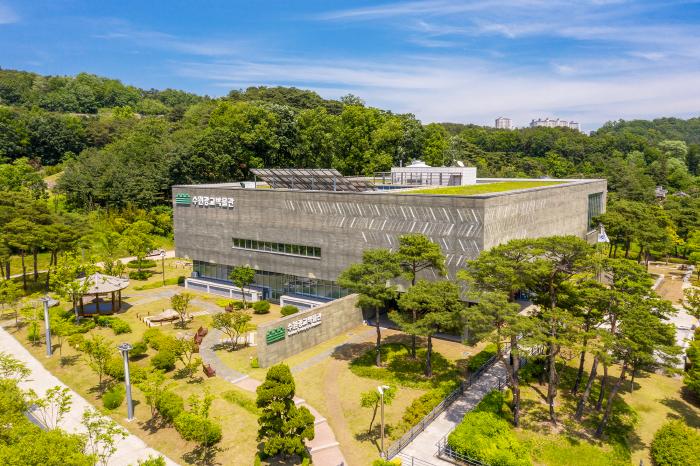 Suwon Gwanggyo Museum (수원광교박물관)