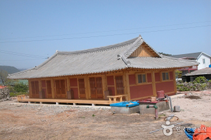 Sado Traditional Korean House Lodging (House of Jang Gi-gwan) (사도한옥민박)