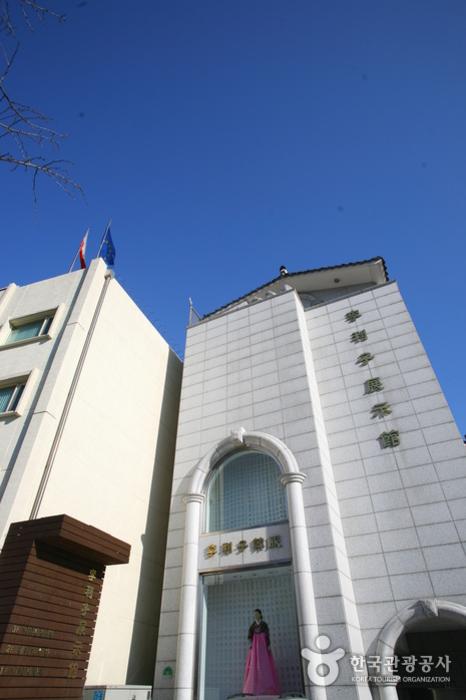 Hanbok Museum (이리자 한복전시관)