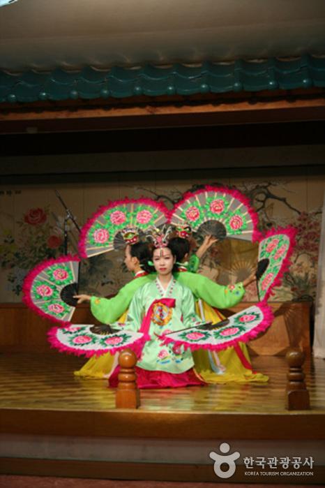 Daeho Hanjeongsik (대호한정식)