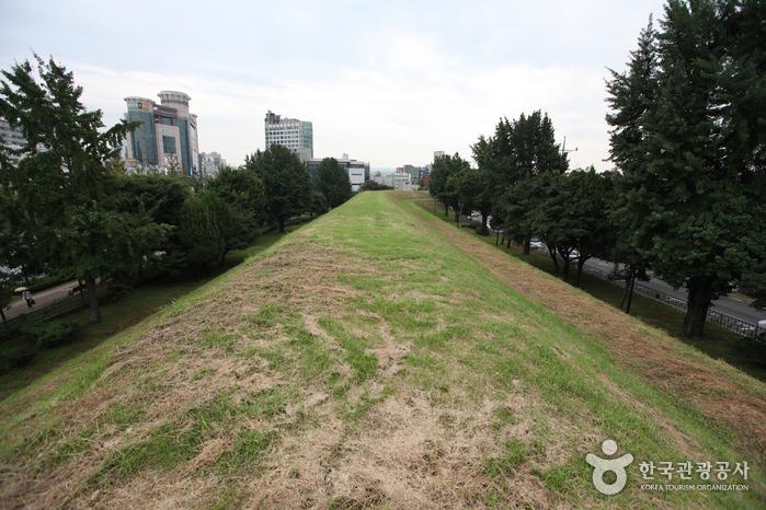 Festung Pungnap-dong Toseong (서울 풍납동 토성)