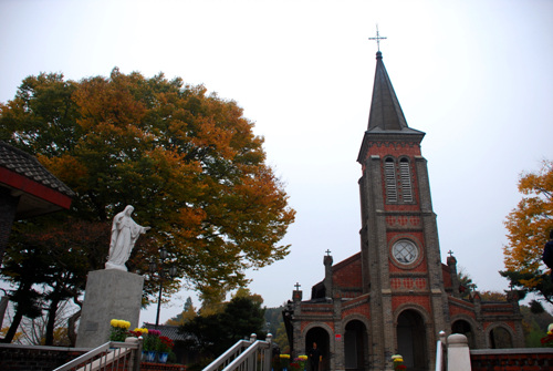 Nabawi Catholic Church (화산천주교회(나바위 성당))