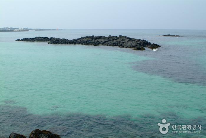 Hamdeok Beach (Hamdeok Seoubong Beach) (함덕 서우봉해변-함덕해수욕장)