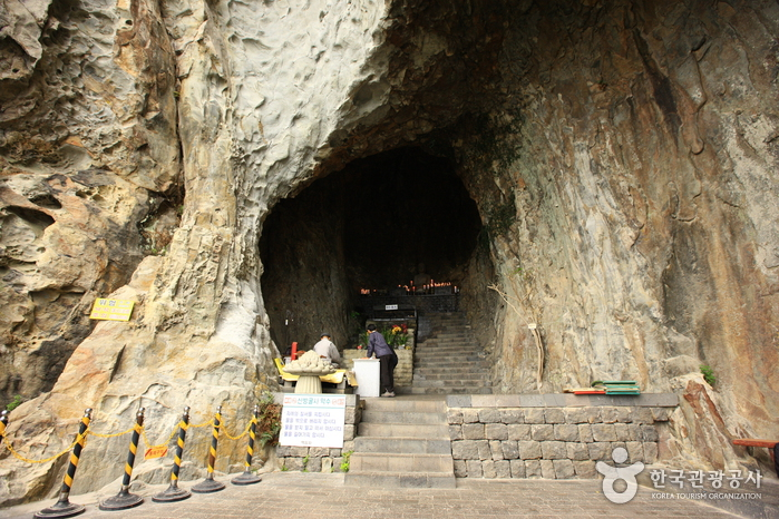 Sanbanggulsa Grotto ()