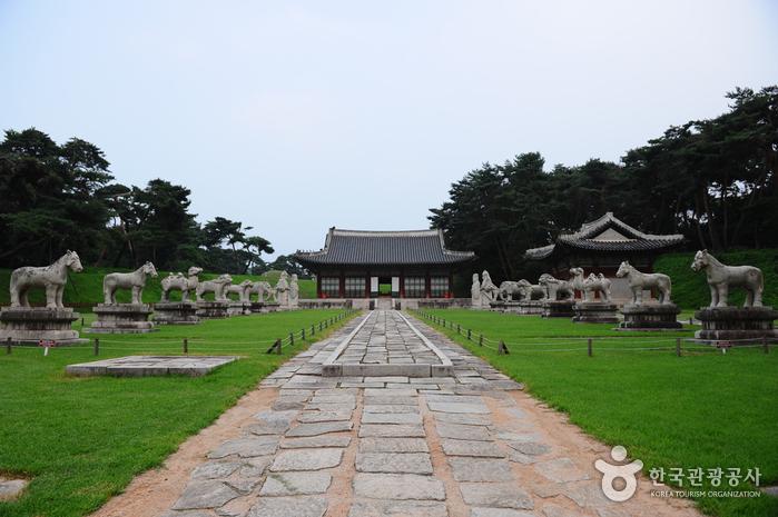 Hongneung / Yureung (a.k.a, Hongyureung) [UNESCO World Heritage] (남양주 홍릉과 유릉 [유네스코 세계문화유산])