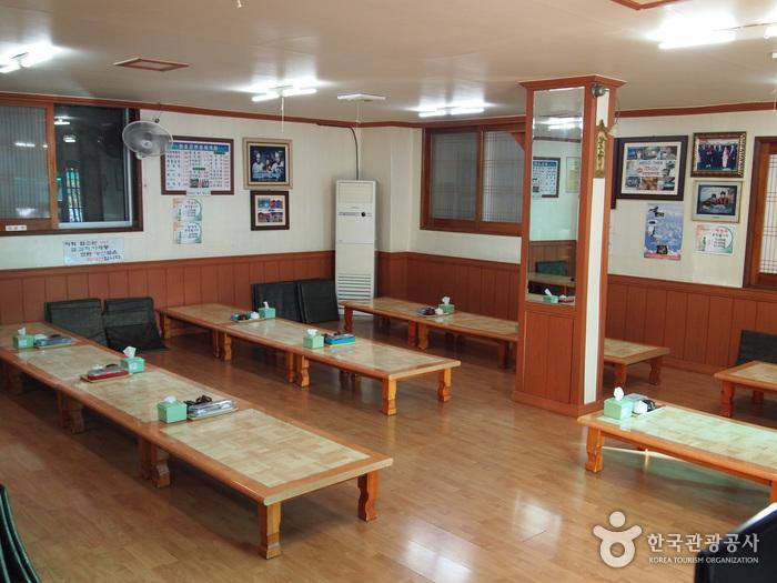 원조강변할매재첩회식당