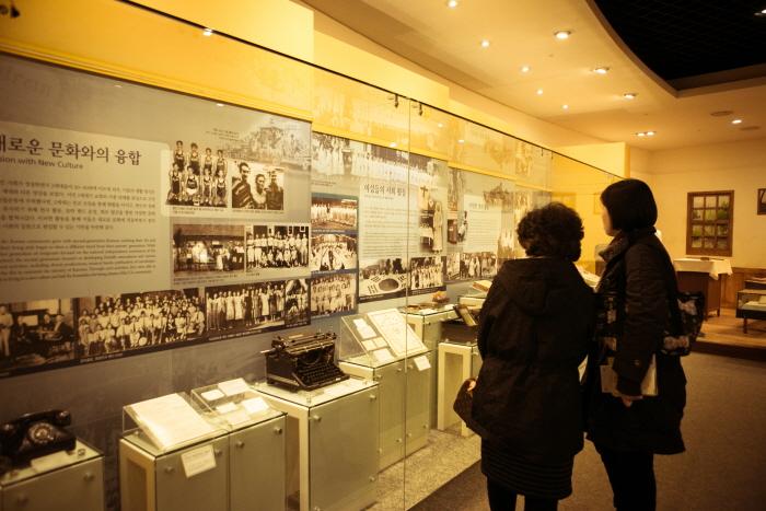 한국이민사박물관의 관람객들