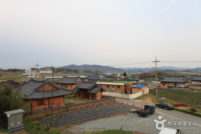 Mopyeong Village (모평마을)