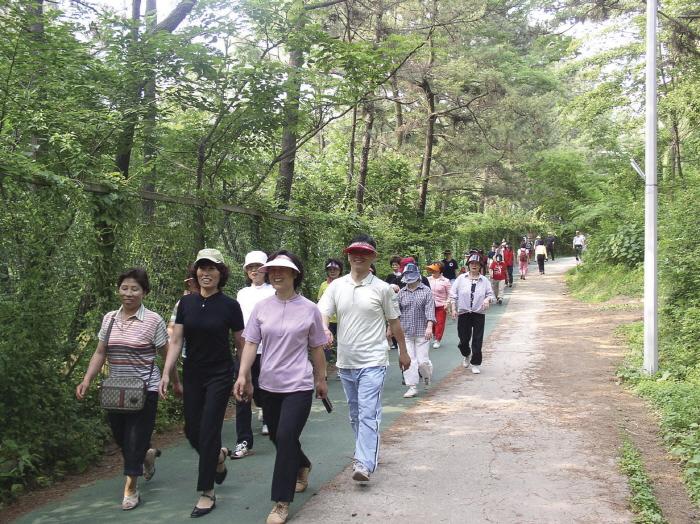 Wolmyeong Park (월명공원)