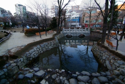 Hwangji Pond ()