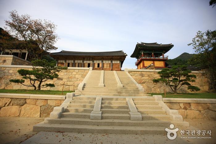 Храм Хваомса (화엄사)