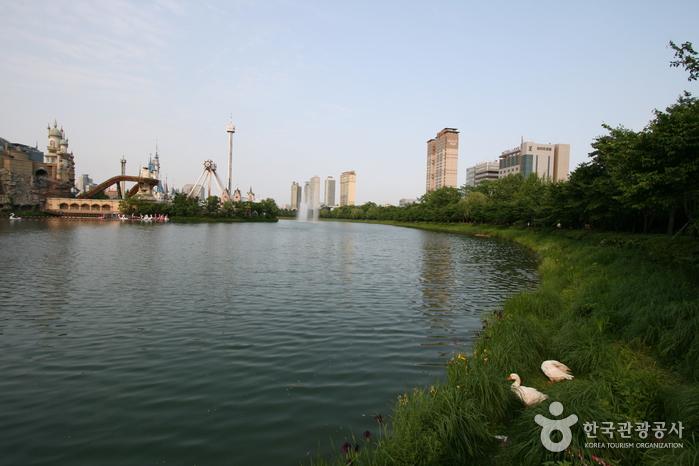 Парк Сонпханару (озеро Сокчхон) (송파나루공원(석촌호수))3