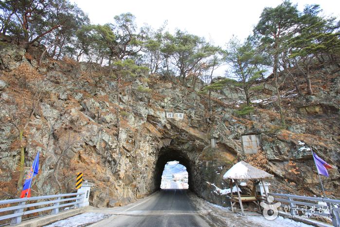 Тоннель в скале Рачжетхонмун (라제통문)7