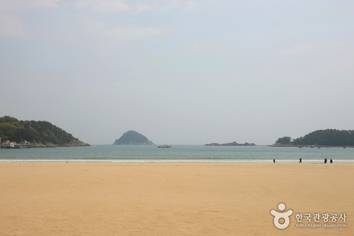Sangju Silver Sand Beach (상주 은모래비치)