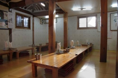 Tosokchon Samgyetang (토속촌 삼계탕)