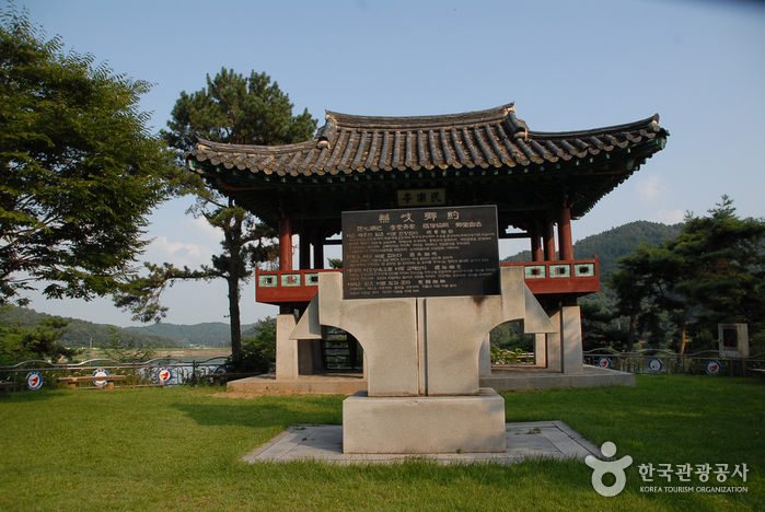 Gobok Reservoir (고복저수지)