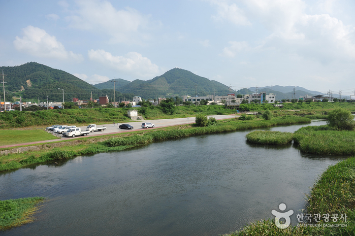 Hwangnyonggang River ()