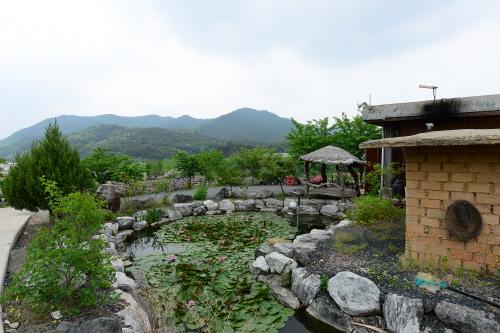 Andong Hahoe Doenjang Village (안동 하회된장마을)