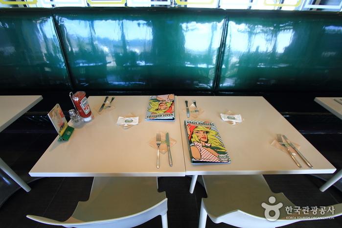 Kraze Burgers - Haeundae Branch (크라제버거 해운대점)