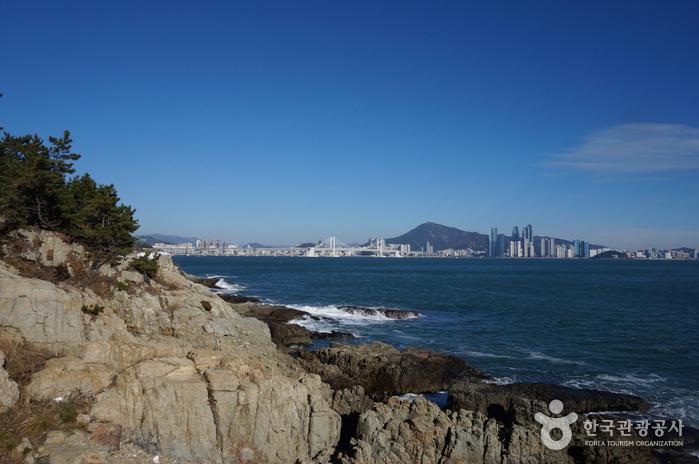 Igidae Park (이기대 도시자연공원)
