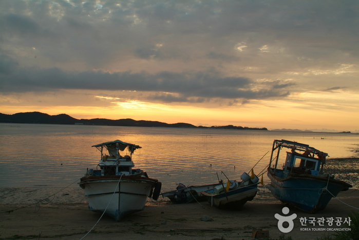 Anak Beach (안악해수욕장)