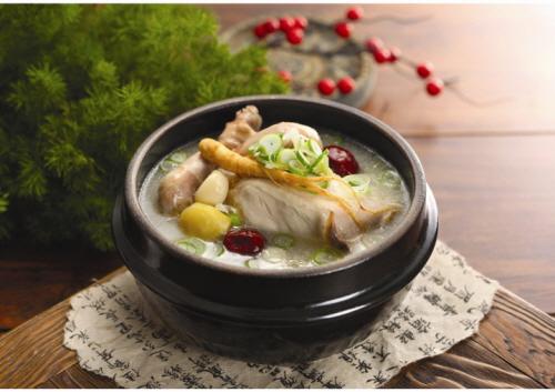 百年地鶏サンゲタン(백년토종삼계탕)