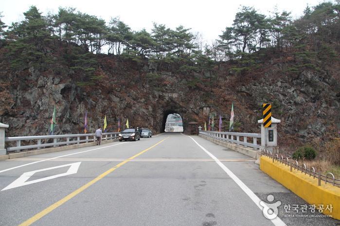 Тоннель в скале Рачжетхонмун (라제통문)3