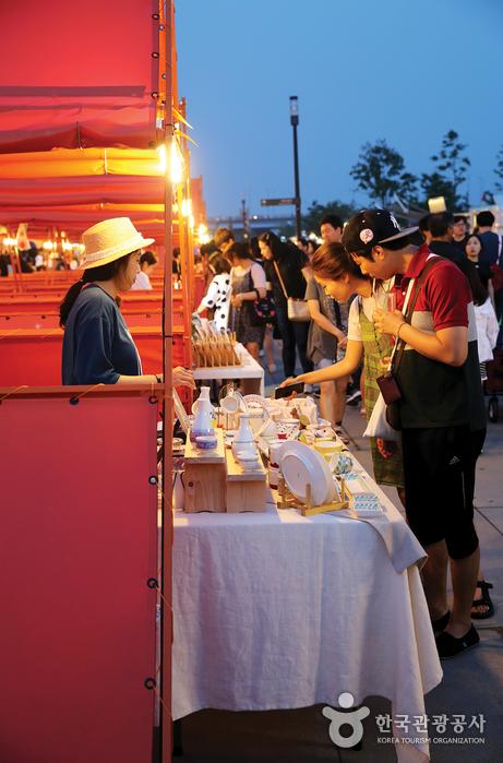 Mercados Nocturnos Bamdokkaebi de Seúl (서울 밤도깨비 야시장)