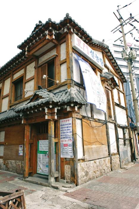 철거 전 이문설농탕의 옛 목조 건물