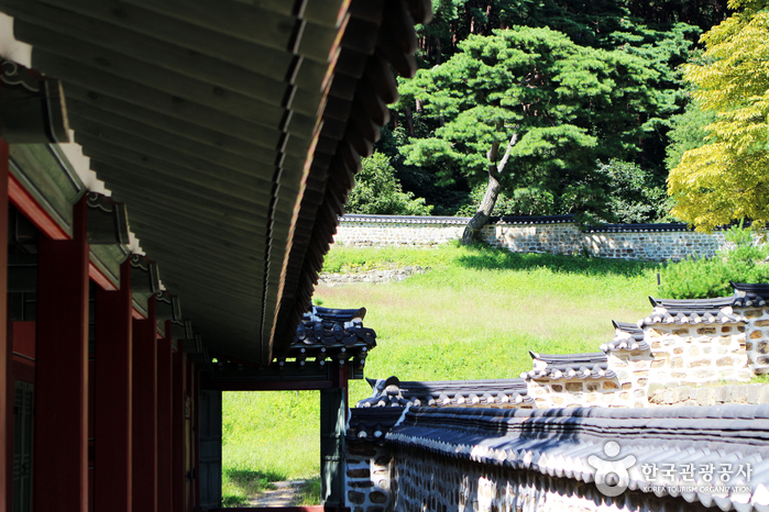 상궐 남행각을 통해 행궁의 후원으로 들어갈 수 있다.