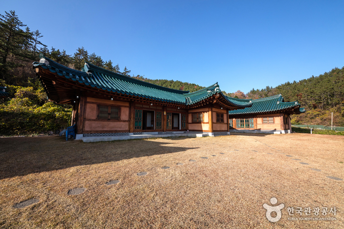 Jindo Hanok Pension (진도한옥펜션)