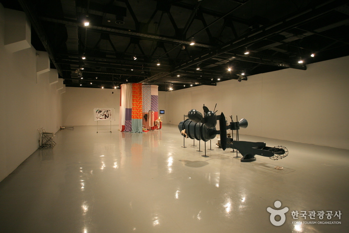 Arko Art Gallery (former Marronnier Art Gallery) (아르코미술관)
