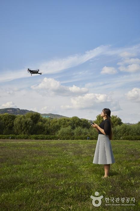회전익드론존에서 드론을 날리는 모습