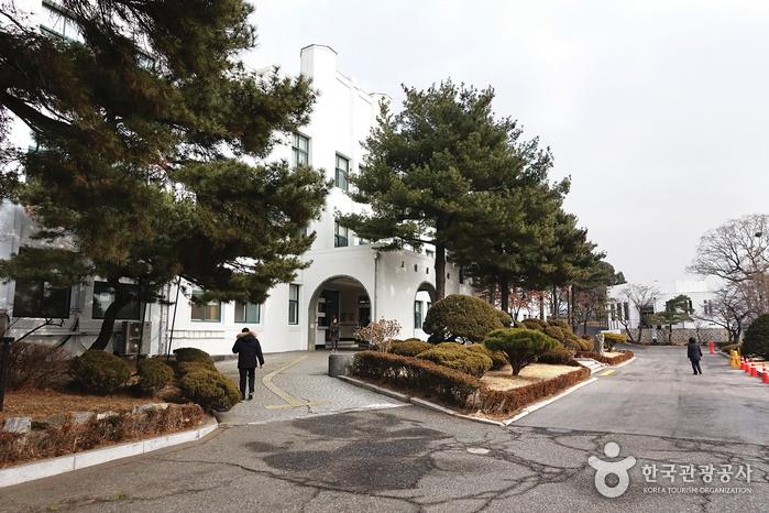 Biblioteca Pública Jeongdok y Centro de Enseñanza de Seúl (서울특별시교육청 정독도서관)