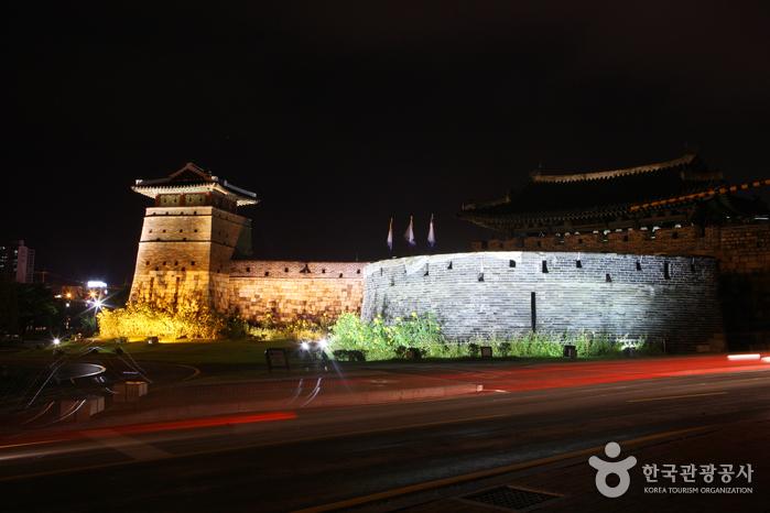 Ворота Хвасомун в крепости Хвасон в Сувоне (화서문)18