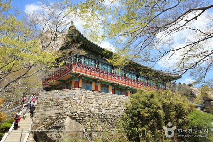 Geumsan Boriam Hermitage (금산 보리암(남해))