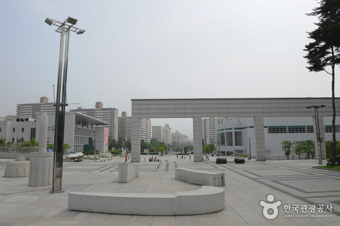Goyang Eoullimnuri Arts Center (고양 어울림누리)